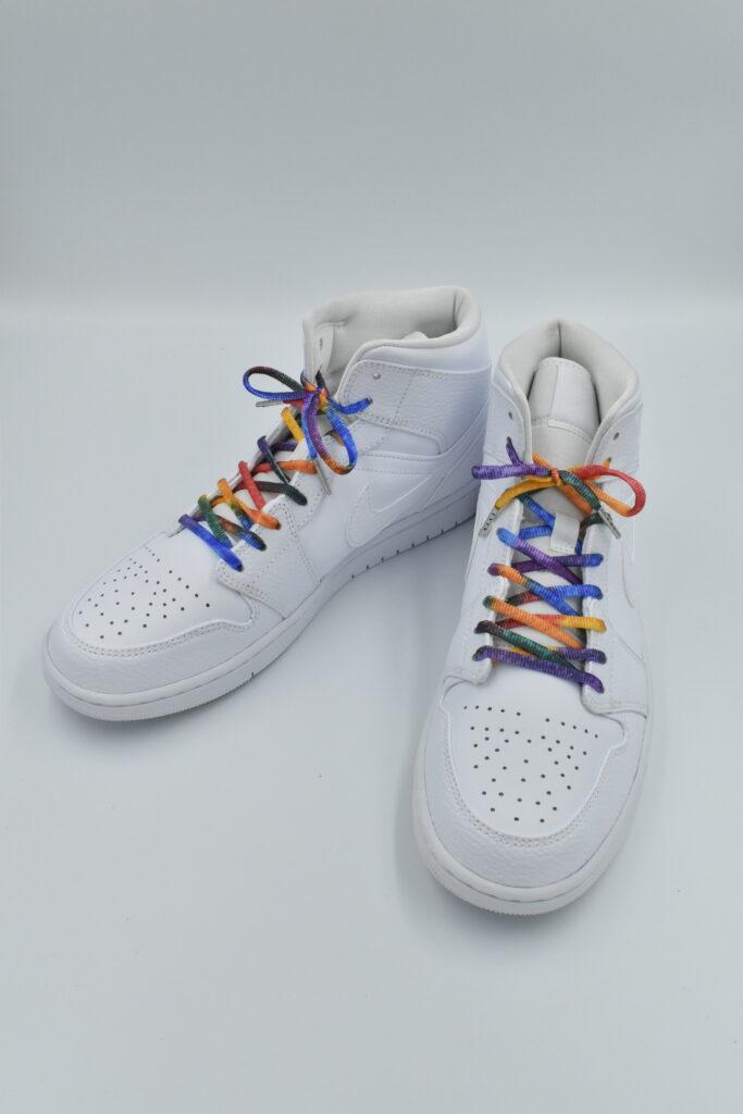 虹色の靴紐を着けたエアジョーダン