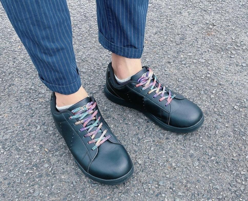カラフルな靴紐。かすり染めの靴紐ステンドグラスカラー